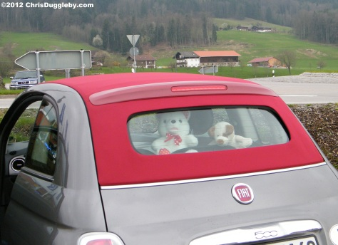 Riskko helps Pink Lips get the roof of the Italian Convertible down