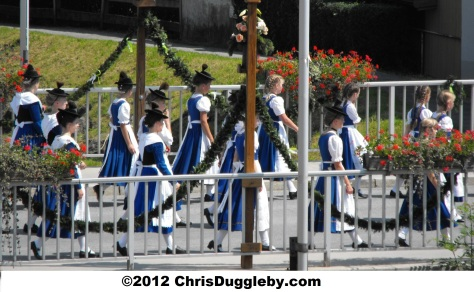 Bad Feilnbach: Alpine Procession in Traditional Dress 2