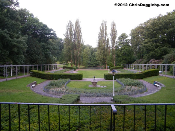 Bochum Stadtpark provides a romantic setting for RISKKO and his pretty German bird