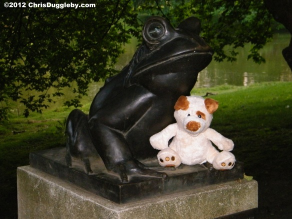 RISKKO even met a rather large Frog in the park