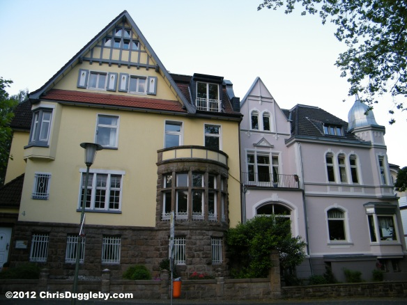 Houses of nobility overlooking Bochum Stadtpark: A