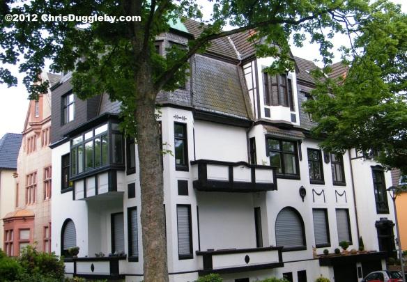 Houses of nobility overlooking Bochum Stadtpark: E