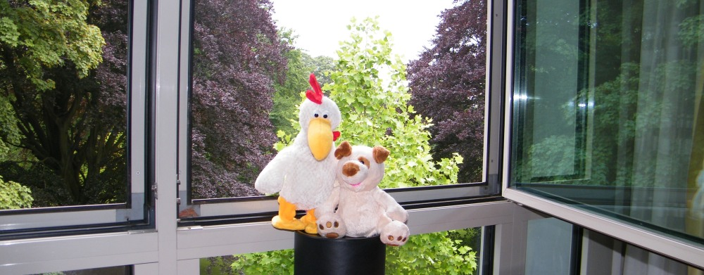 RISKKO and the pretty bird from Bochum posing in the hotel room