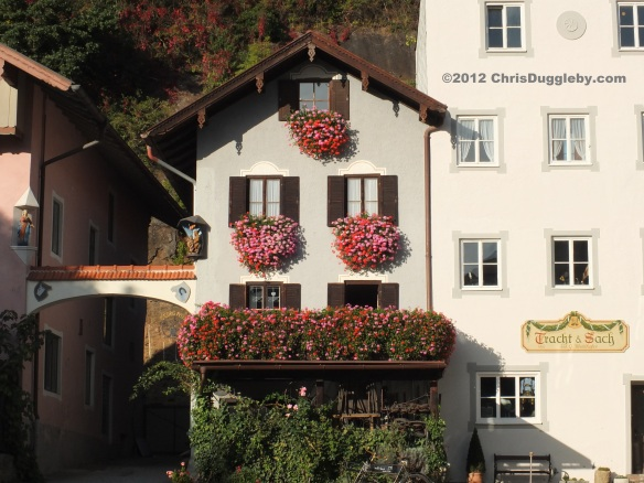 The pretty hanging baskets match the colour from Schloss Neubeuern's hanging gardens