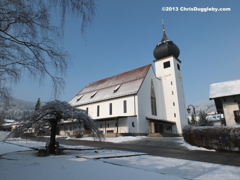 Bad Feilnbach's beautiful church in the winter sun: Pfarrkirche Herz Jesu
