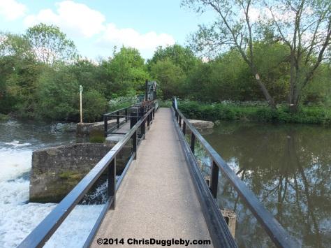 Footbridge Over Weir Near Walsham Lock Cottage