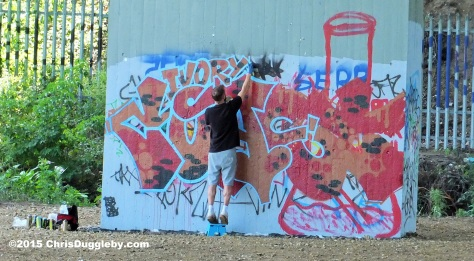 M25 Street Artist using environmentally freindly recyclable canvas