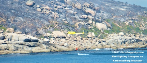 Cape Town Firefighting chopper gets a load of water from the ocean